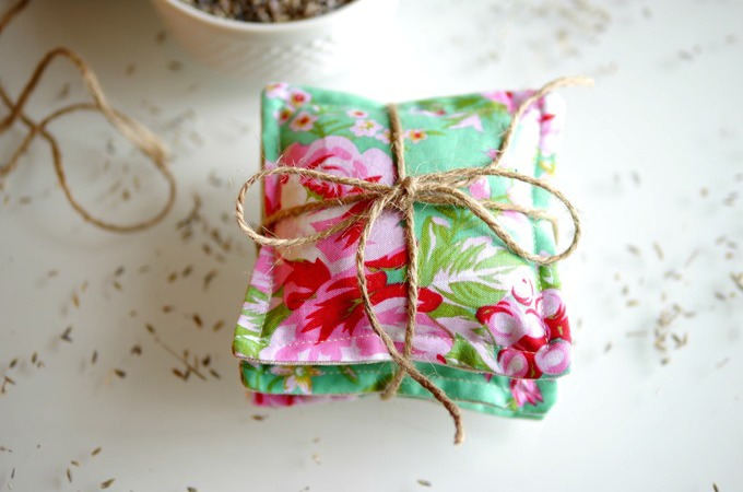 How-to-make-lavender-sachets-by-Kimberly-Layton_thumb.jpg