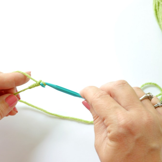 How to Make a Chain Stitch {Crochet Lesson} by Kimberly Layton 6